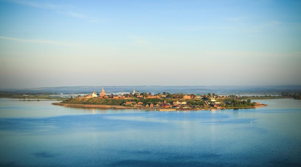 Экскурсия на теплоходе на остров Свияжск и Раифский монастырь - фото