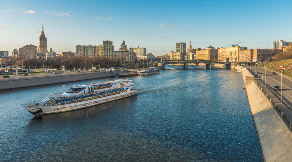 Прогулка по Москве-реке на яхтах Рэдиссон от гостиницы Украина - фото №1