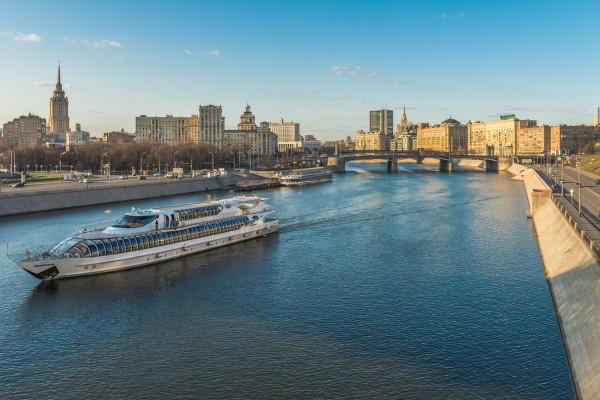 Круиз на яхте Рэдиссон от гостиницы Украина