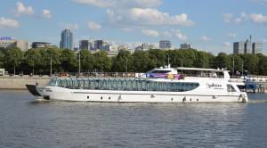 Прогулка по Москве-реке на яхтах Рэдиссон от гостиницы Украина - уменьшенная копия фото №3