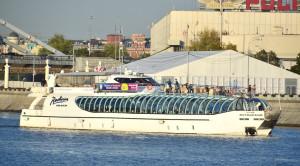 Прогулка по Москве-реке на яхтах Рэдиссон от гостиницы Украина - уменьшенная копия фото №4