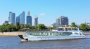 Прогулка по Москве-реке на яхтах Рэдиссон от гостиницы Украина - уменьшенная копия фото №1