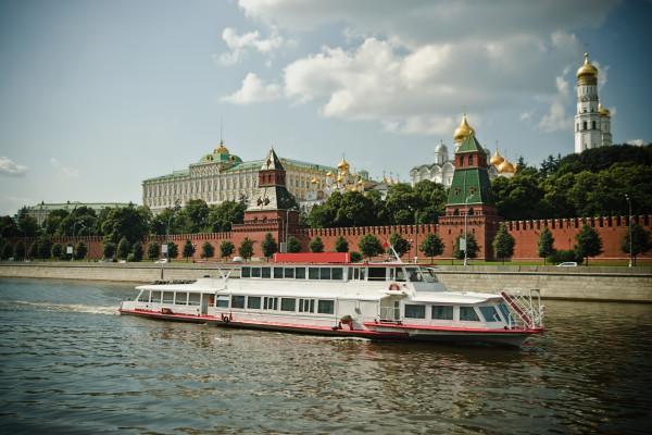 Водная прогулка по Москве-реке на День строителя  – фото для каталога