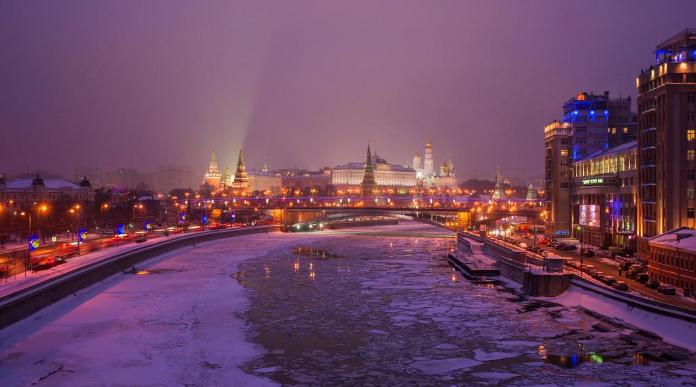Водная прогулка на салют по Москве-реке в День защитника Отечества с ужином и живой музыкой на борту - фото №1