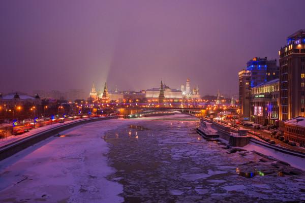 Водная прогулка на салют по Москве-реке в День защитника Отечества