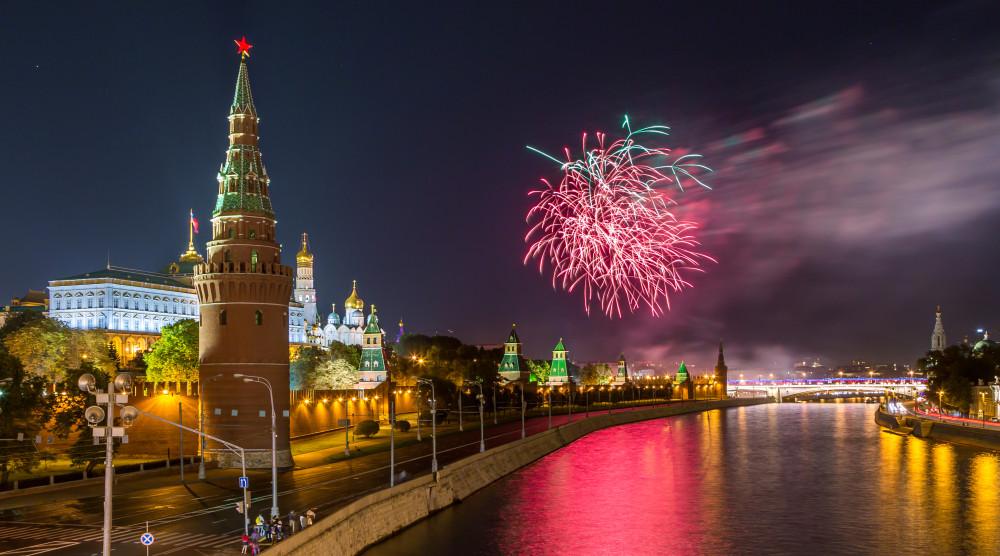 Салют в честь «Дня России» с борта теплохода - водная прогулка по Москве - фото №1