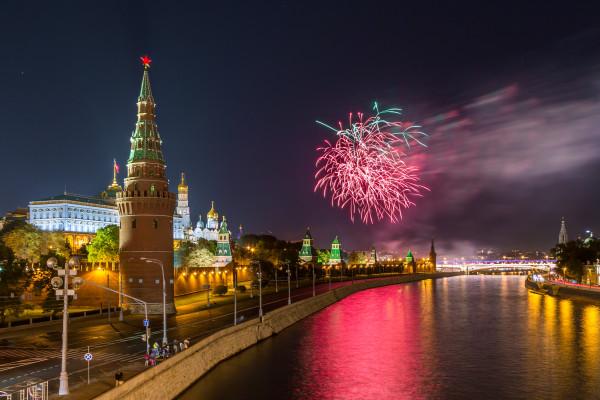 Салют 9 мая с борта теплохода - водная прогулка по Москве-реке  – фото для каталога