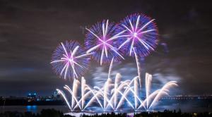 Просмотр международного фестиваля фейерверков РОСТЕХ в Москве с борта теплохода - уменьшенная копия фото №5