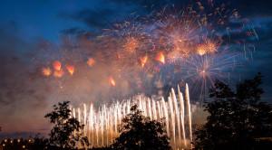 Просмотр международного фестиваля фейерверков РОСТЕХ в Москве с борта теплохода - уменьшенная копия фото №6