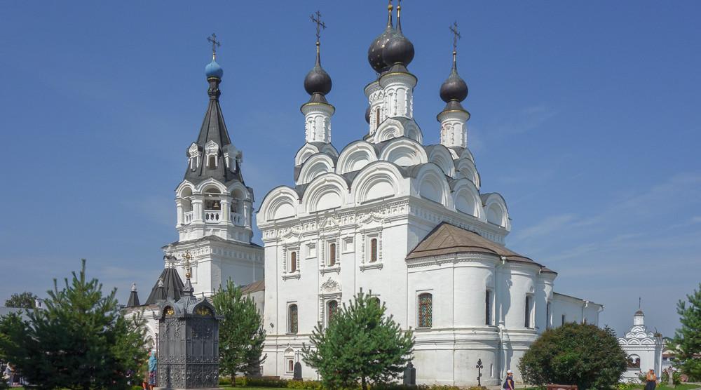 Спасо-Преображенский монастырь - фото