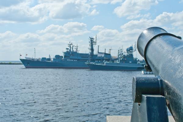 Военно-морские суда