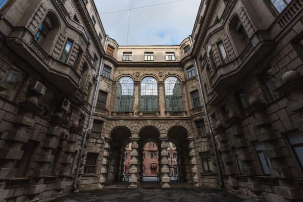 Лабиринты Петроградки - экскурсия по дворам Петербурга  – фото для каталога