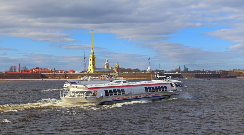 Метеор в Петергоф на праздник открытия фонтанов 2020 - фото №1