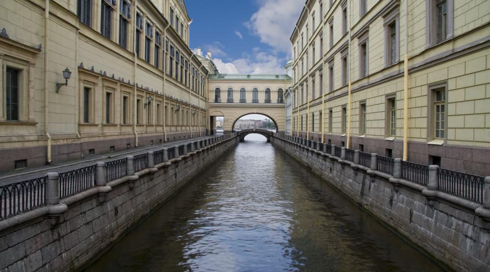 «Мифы и легенды Петербурга» - экскурсия по рекам и каналам - фото №1
