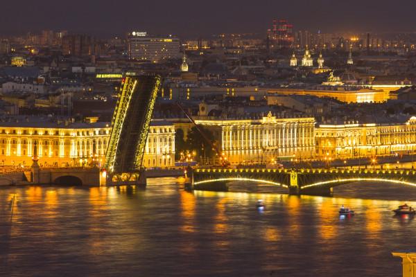 Разводка мостов с крыши Петербурга фото