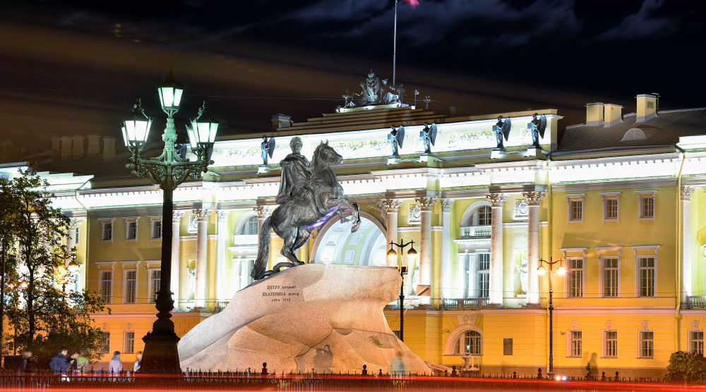 Ночная автобусная обзорная экскурсия по Санкт-Петербургу на английском языке - фото №1