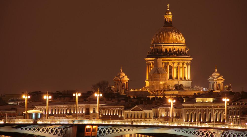 Автобусная экскурсия по ночному Петербургу с водной прогулкой по Неве - фото №1