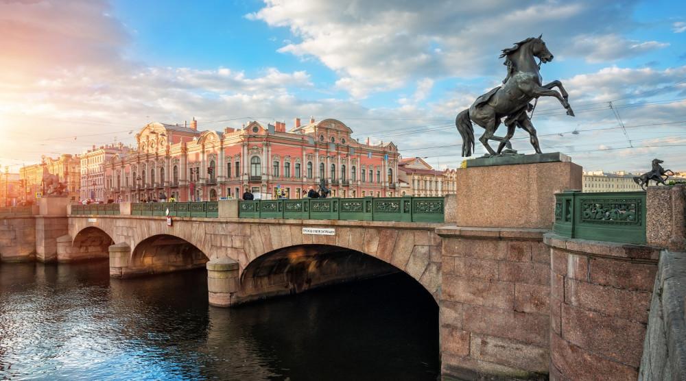 Автобусная экскурсия по Санкт-Петербургу «Кони мчатся над Невой» - фото №1