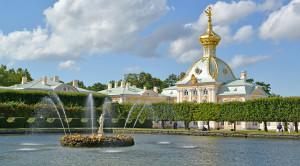 Экскурсия в Петергоф с посещением Малого музея и фонтанов Нижнего парка - уменьшенная копия фото №1