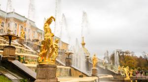 Экскурсия в Петергоф на английском языке с посещением Большого дворца и фонтанов - уменьшенная копия фото №3