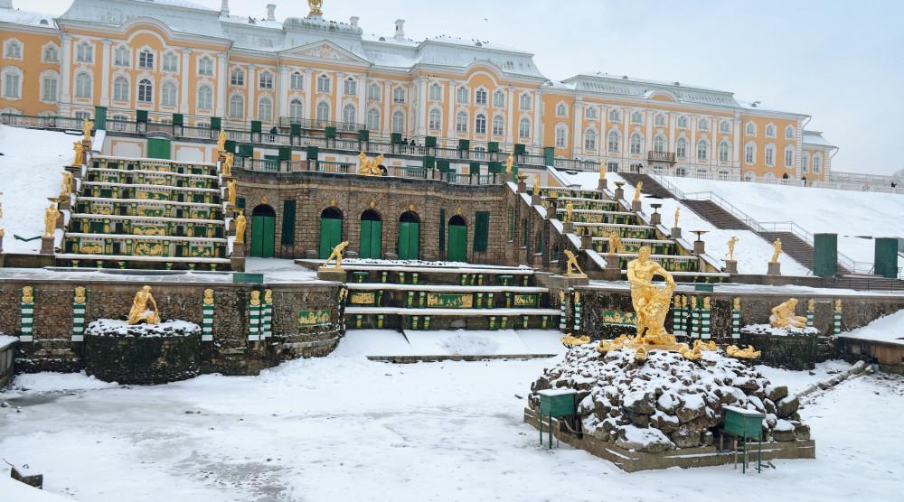 Экскурсия в Петергоф на английском языке с посещением Большого дворца и фонтанов - фото