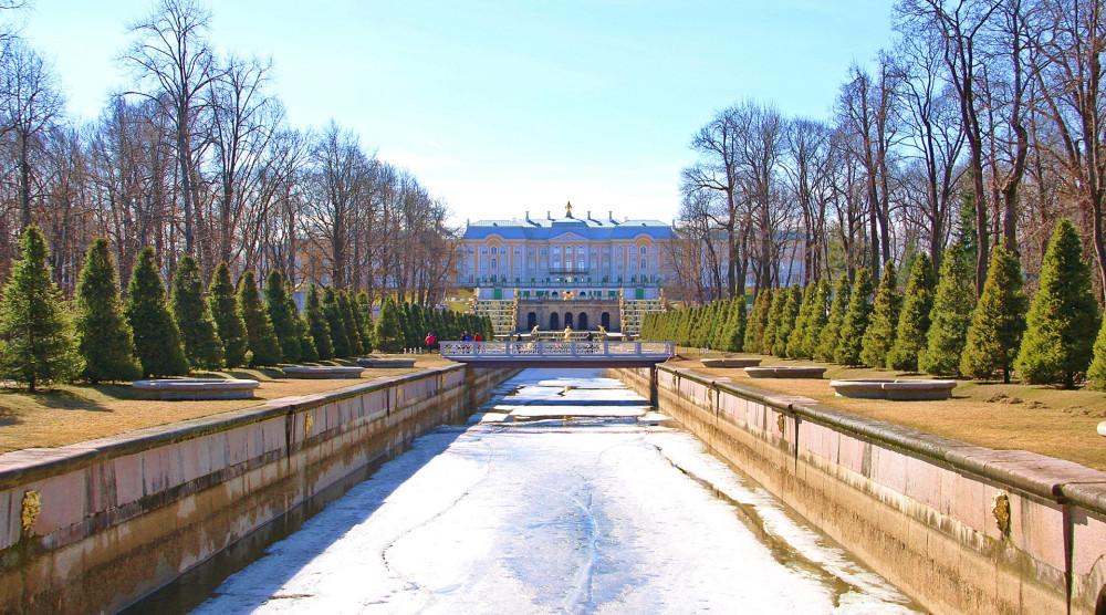 Автобусная экскурсия в Петергоф с посещением Большого дворца - фото