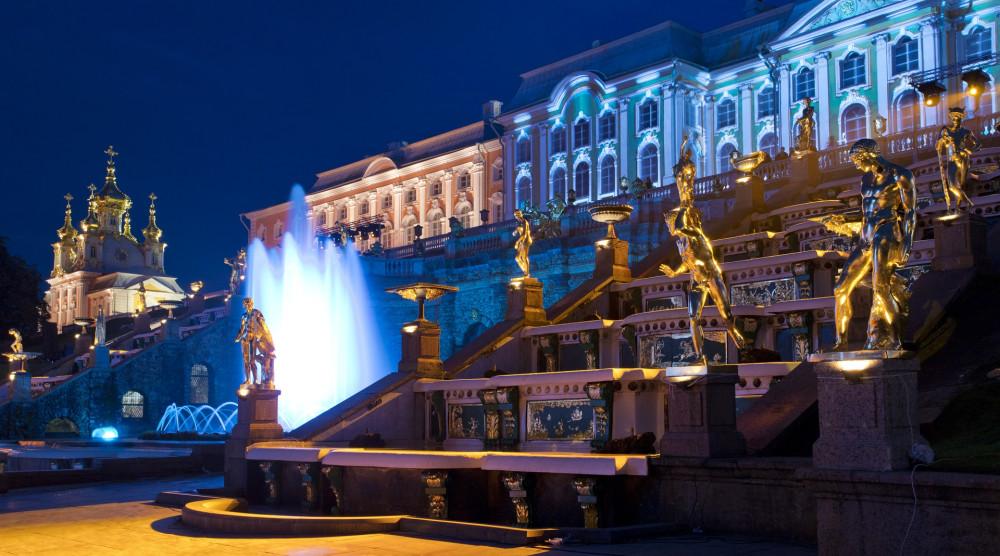 Метеор на шоу закрытия фонтанов с обратным трансфером в Санкт-Петербург на автобусе - фото №1