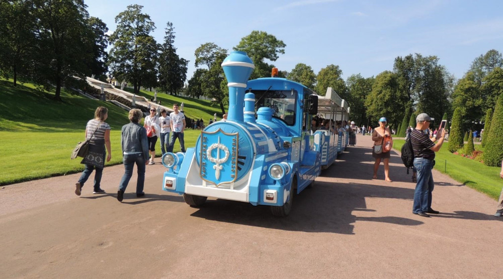 Экскурсионный поезд в Петергофе по парку «Александрия» - фото №1