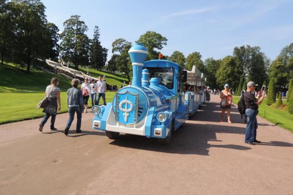 Экскурсионный поезд в Петергофе по парку «Александрия»  – фото для каталога