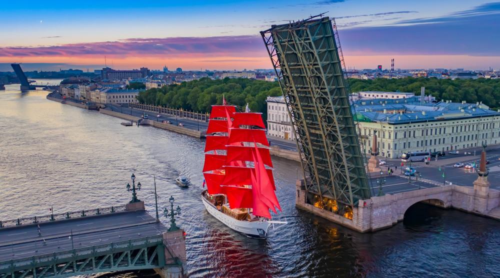 «Алые паруса 2020» - ночная автобусная экскурсия по Санкт-Петербургу - фото №1