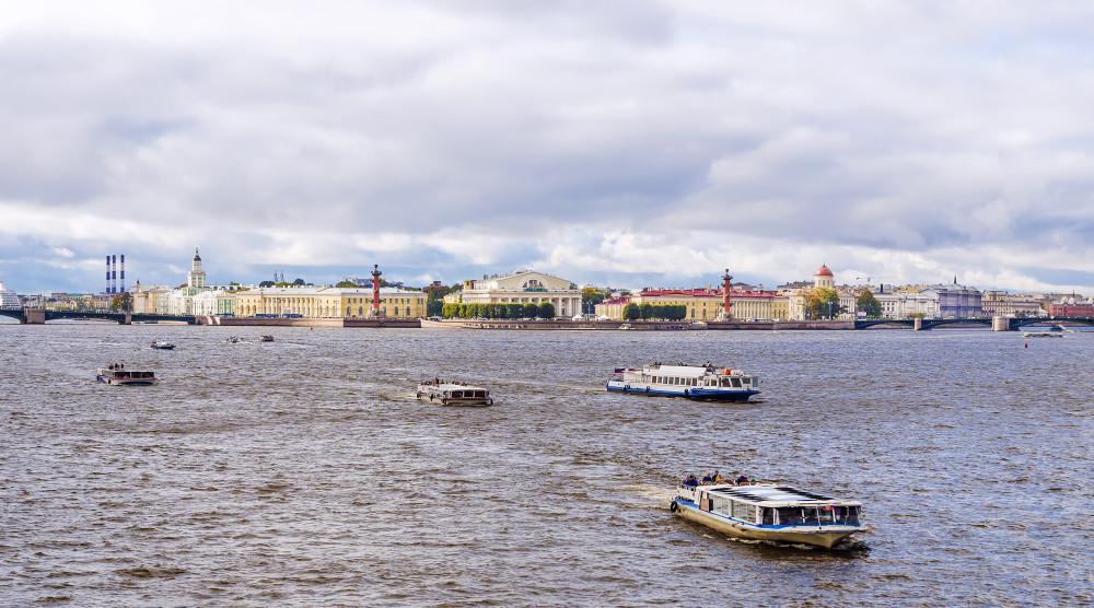 «Парад пассажирских судов» - водная прогулка по Неве в честь Дня работников морского и речного флота - фото №1
