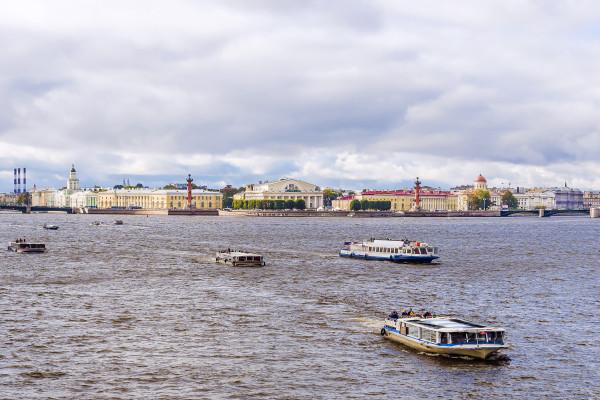 Парад пассажирских судов - водная прогулка фото