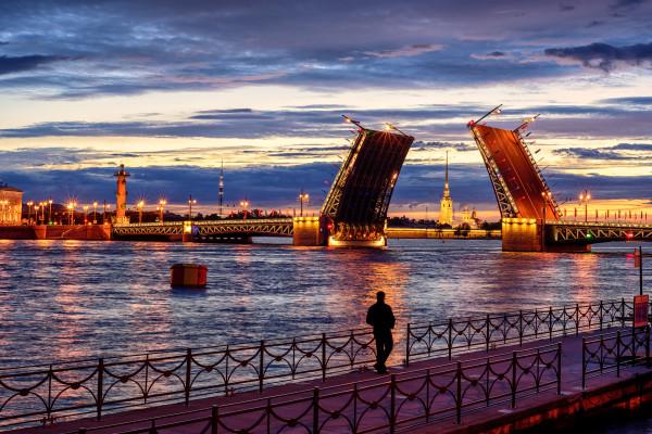 Джаз под разводными мостами - водная прогулка