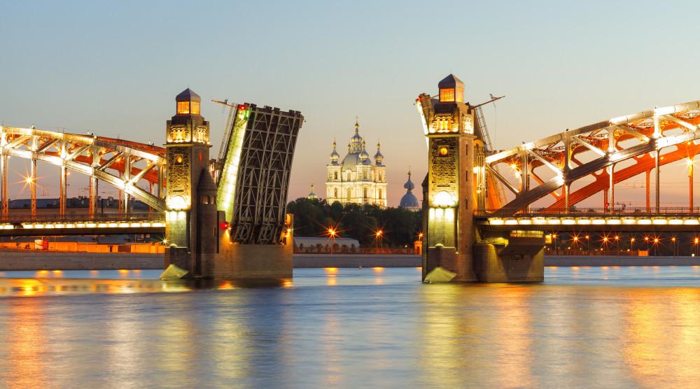 «Мосты повисли над Невой» - ночная водная прогулка - фото №1