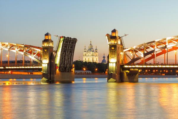 Мосты повисли над Невой - ночная прогулка на теплоходе