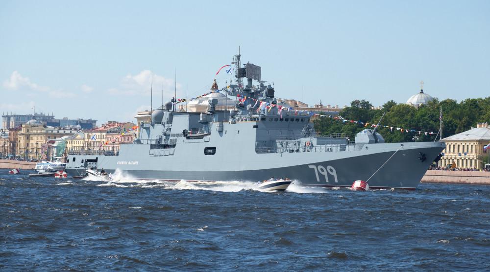 Просмотр парада военных кораблей в день ВМФ с борта парусника-ресторана «Летучий Голландец» - фото №1