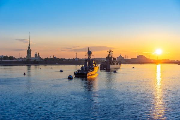 Парад военных кораблей - водная экскурсия в день ВМФ  – фото для каталога