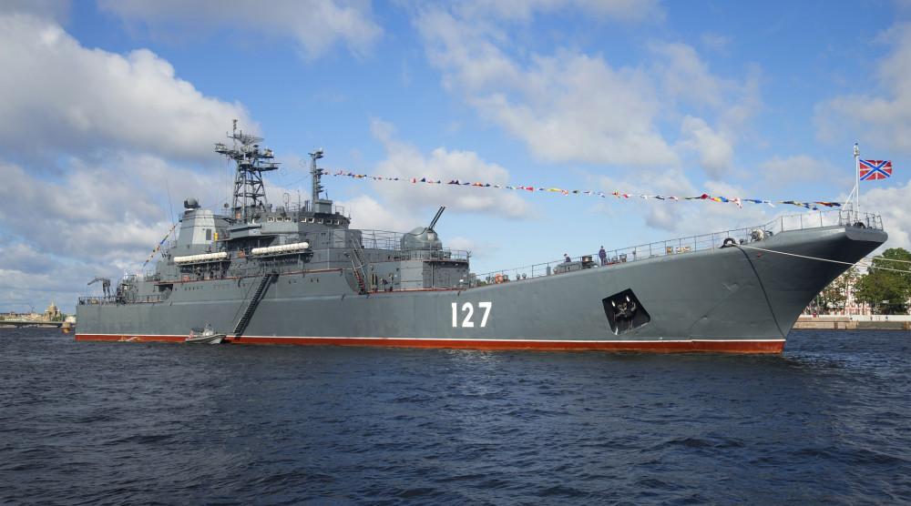 Просмотр парада военных кораблей в день ВМФ с Невы (VIP-зона) - фото №1