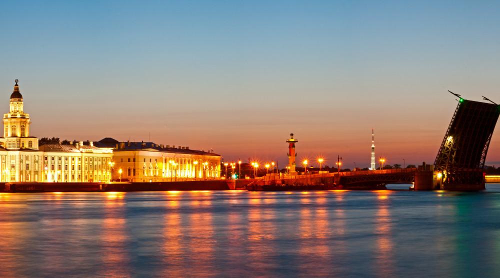 «Музыка разводных мостов» - ночная прогулка по Неве - фото №1
