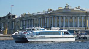 Поездка на пассажирском катамаране «Грифон» в Петергоф - уменьшенная копия фото №0